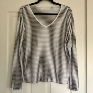 GAP long sleeved v-neck t-shirt